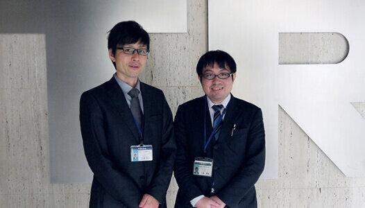 システム本部 運用サポート部 システムサポート課<br> 三好 洋一様(左) 川端 隼矢様(右)